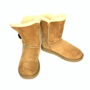 UGG Bailey Button II Boots in Chestnut Size 5